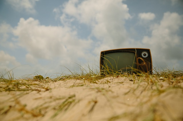 televize na trávě