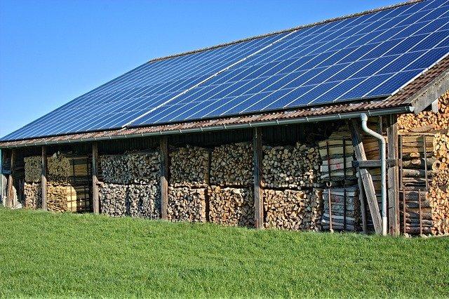 Solárne kolektory bývajú umiestnené nielen na streche domu