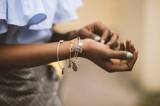 Ako nechať čo najlepšie vyniknúť strieborné šperky