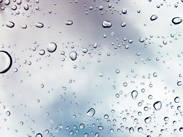 kapky na skle